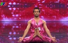 Vietnam's Got Talent: Tròn mắt với màn yoga của chàng trai Ấn Độ
