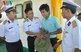 Bình Thuận: Cảnh sát biển cứu 11 ngư dân gặp nạn trên biển
