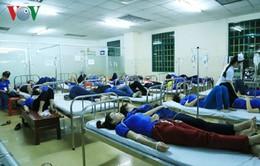 Hàng trăm công nhân nhập viện sau bữa cơm tập thể tại Bình Dương