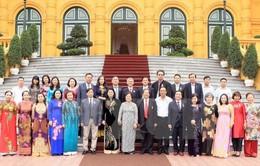 Phó Chủ tịch nước tiếp Ban điều hành Quỹ học bổng Vừ A Dính