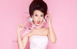 Á hậu Hoàng Oanh sành điệu với gam màu pastel