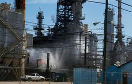 Nổ nhà máy lọc dầu ở Mỹ, 3 người bị thương