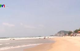 Khách du lịch đến Vũng Tàu tăng sau lệnh cấm ăn nhậu trên bãi biển