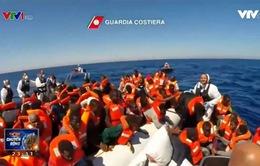 Italy giải cứu 375 người di cư trôi dạt trên Địa Trung Hải