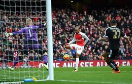 Walcott gỡ hòa 1-1 cho Arsenal
