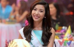 Nghỉ Tết, Á hậu Thúy Vân vẫn chạy show