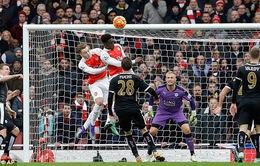 Welbeck ghi bàn giây cuối, Arsenal ngược dòng nghẹt thở trước Leicester