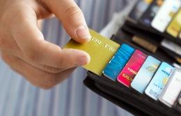 Không tự ý thu phí thường niên thẻ tín dụng năm thứ hai