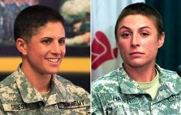 Hai phụ nữ đầu tiên tốt nghiệp trường đào tạo khắc nghiệt nhất của quân đội Mỹ