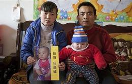 Người cha suốt 8 năm rong ruổi tìm đứa con bị bắt cóc