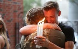 Người dân Mỹ tưởng niệm nạn nhân vụ xả súng tại Orlando