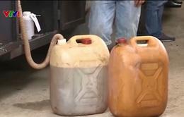 """TP.HCM: Bắt vụ """"rút ruột"""" hàng chục nghìn lít xăng dầu"""