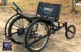 Xe lăn giúp người khuyết tật đi được trên mọi địa hình