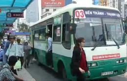 Khách đi xe bus tại TP.HCM giảm do Uber, Grab taxi