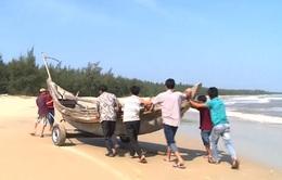 Xe đẩy thuyền nan giúp ngư dân TT-Huế cơ động