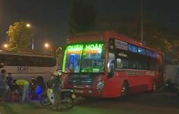 TT-Huế: Các hãng xe ngang nhiên lập bến cóc trong thành phố