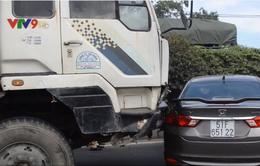 TP.HCM: Ô tô 4 chỗ bị xe tải tông giữa Quốc lộ 1