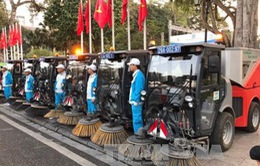 Hà Nội đưa vào sử dụng 12 xe hút bụi, quét đường hiện đại