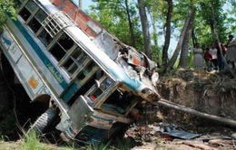 Ấn Độ: Tai nạn xe buýt nghiêm trọng, gần 40 người thương vong