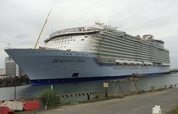 Hạ thủy du thuyền lớn nhất thế giới tại Pháp