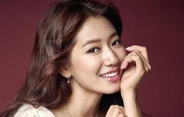 Park Shin Hye đổi nghề làm bác sĩ