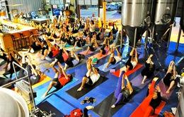 Những kiểu tập yoga độc, lạ trên thế giới