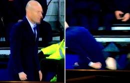 """Zidane rách quần """"nhạy cảm"""" vì quát mắng học trò"""