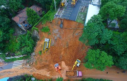 Lở đất chôn vùi một ngôi làng ở Hồ Nam, Trung Quốc