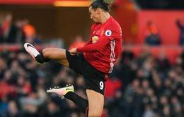 """Fan Man Utd phẫn nộ vì tuyệt phẩm của Ibrahimovic  bị trọng tài """"đánh cắp"""""""