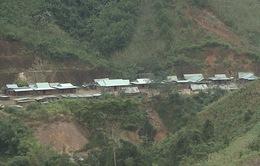 Quảng Nam di dời khẩn cấp một ngôi làng trước nguy cơ sạt lở núi