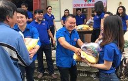 """Đoàn thanh niên VTV8 với chiến dịch """"Chung tay vì đồng bào miền Trung"""""""