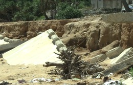 Vỡ kè chắn sóng, người dân Quảng Ngãi bất an