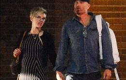 Scarlett Johansson hẹn hò với luật sư riêng