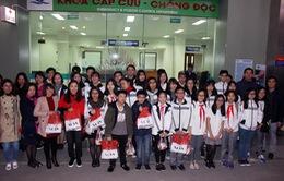 Giáo viên, học sinh trường Lý Thái Tổ mang Tết sớm đến các bệnh nhi tim bẩm sinh