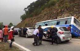 Xe khách mất lái đâm vào vách núi, 1 người tử vong