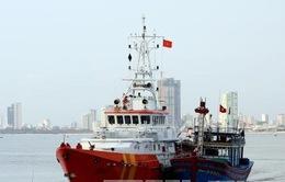 Đưa 10 thuyền viên tàu cá bị hỏng máy, trôi dạt trên biển về đất liền