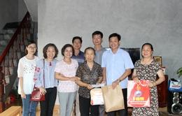 Đài THVN thăm và tặng quà các Mẹ Việt Nam anh hùng