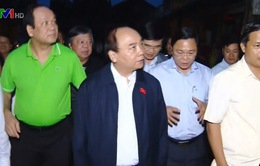 Thủ tướng kiểm tra khắc phục hậu quả bão số 12 tại Hội An