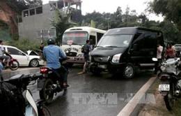 Tuyên Quang: Ô tô con đối đầu xe khách, 5 người bị thương