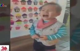 Sẽ xử lý nghiêm vụ cô giáo dùng dép đánh vào đầu trẻ tại Hà Nội