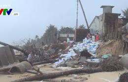 Phú Yên khắc phục kè biển Long Thủy tạm thời bằng bao cát