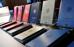 Đức giới thiệu hộ chiếu thiết kế mới
