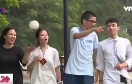 Các bạn trẻ hăng hái bảo vệ hồ Hà Nội