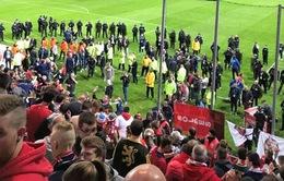 Pháp: Sập hàng rào khán đài sân vận động, hàng chục người bị thương