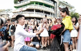 Clip: Màn cầu hôn với hơn 70 nghệ sĩ tham gia trên phố đi bộ Hà Nội