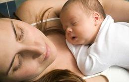 Cho con bú sữa mẹ mang lại lợi ích cho cả hai mẹ con
