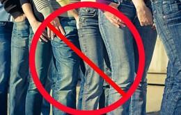 Nhiều ý kiến xung quanh quy định không mặc áo thun, quần jeans tại công sở
