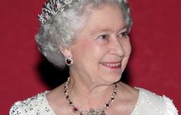 Chiêm ngưỡng những chiếc vương miện quý giá của Hoàng gia Anh