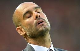 Pep Guardiold bất ngờ bị FA sờ gáy vì mặc áo sai luật