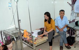 Nghệ An: 54 học sinh ngộ độc nghi ăn hạt ngô đồng đã xuất viện